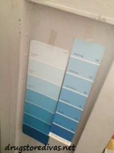 Updating an old bookcase is s o easy. Just repaint it! Find out more at www.drugstoredivas.net.